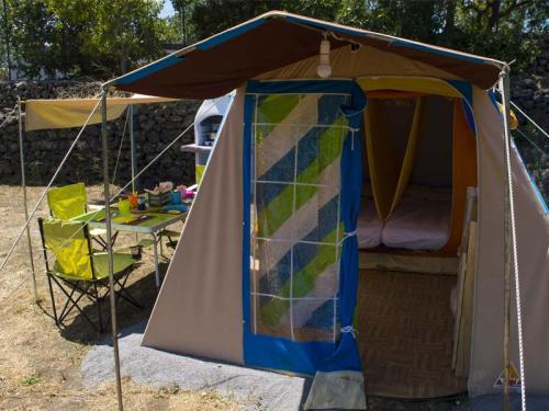 tenda attrezzata ingresso