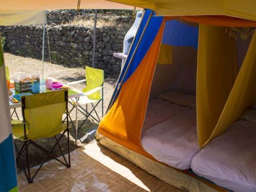 tenda attrezzata interno zona giorno